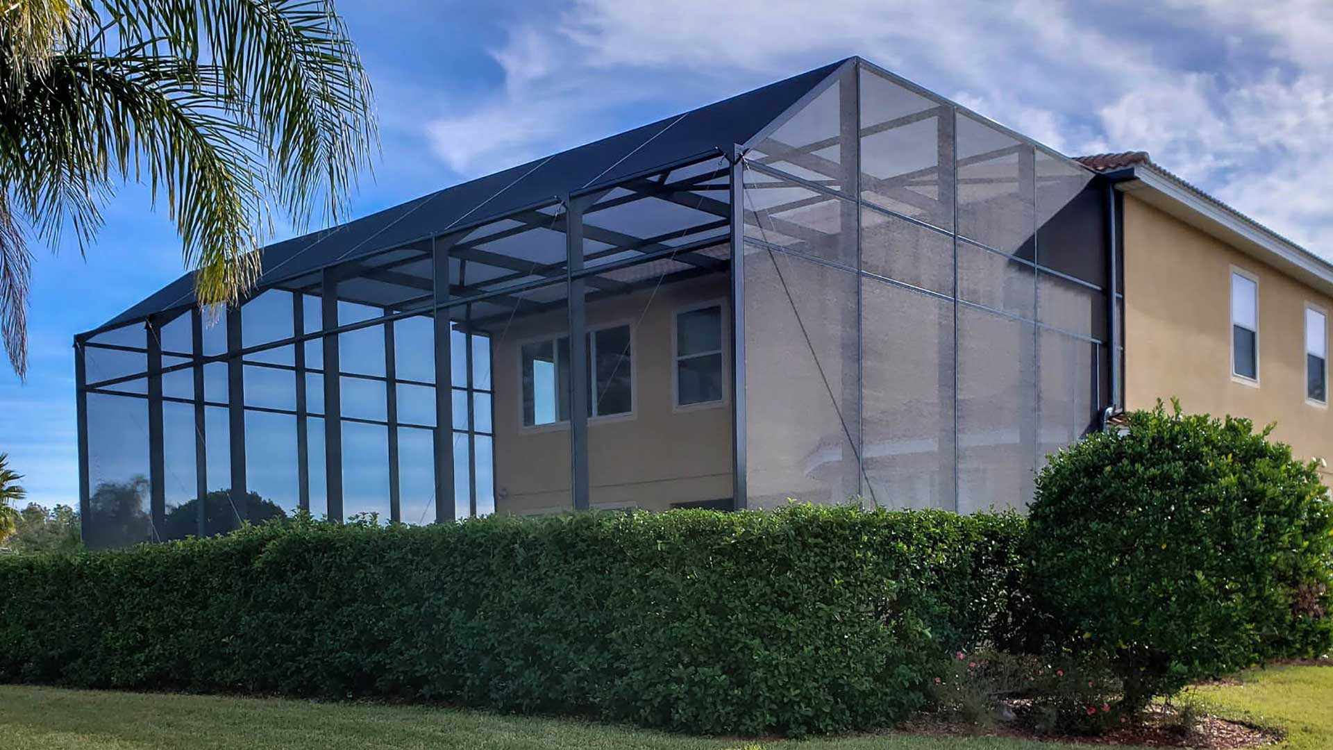 Benefits of Installing a Pool Cage at Your Central Florida Home